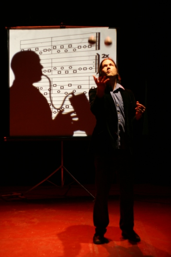 Manifesti (kuva Toni Vuori 2012)